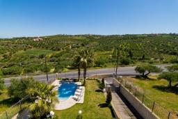 Территория. Греция, Коккини Хани : Роскошная вилла с бассейном и зеленым двориком с барбекю, 4 спальни, 4 ванные комнаты, парковка, Wi-Fi