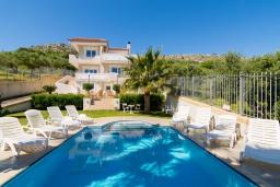 Фасад дома. Греция, Коккини Хани : Роскошная вилла с бассейном и зеленым двориком с барбекю, 4 спальни, 4 ванные комнаты, парковка, Wi-Fi
