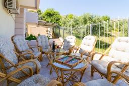 Обеденная зона. Греция, Коккини Хани : Роскошная вилла с бассейном и зеленым двориком с барбекю, 4 спальни, 4 ванные комнаты, парковка, Wi-Fi