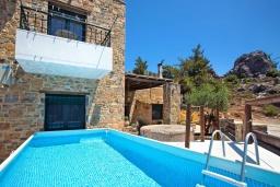Фасад дома. Греция, Амудара : Прекрасная вилла с бассейном и джакузи, 2 спальни, барбекю, парковка, Wi-Fi