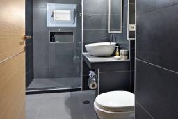 Ванная комната. Греция, Амудара : Уютная вилла с бассейном, джакузи, барбекю, парковкой, Wi-Fi