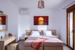 Спальня 2. Греция, Панормо : Прекрасная вилла с бассейном и видом на море, 2 спальни, 2 ванные комнаты, парковка, Wi-Fi