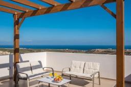 Балкон. Греция, Панормо : Прекрасная вилла с бассейном и видом на море, 2 спальни, 2 ванные комнаты, парковка, Wi-Fi