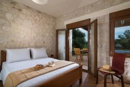 Спальня. Греция, Коккини Хани : Прекрасная вилла с бассейном и зеленым двориком, 3 спальни, 2 ванные комнаты, парковка, Wi-Fi