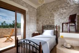 Спальня 2. Греция, Коккини Хани : Прекрасная вилла с бассейном и зеленым двориком, 3 спальни, 2 ванные комнаты, парковка, Wi-Fi