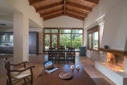 Гостиная. Греция, Коккини Хани : Прекрасная вилла с бассейном и зеленым двориком, 3 спальни, 2 ванные комнаты, парковка, Wi-Fi