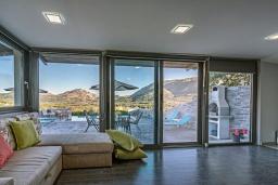Гостиная. Греция, Плакиас : Современная вилла с бассейном и двориком с барбекю, 2 спальни, 2 ванные комнаты, парковка, Wi-Fi