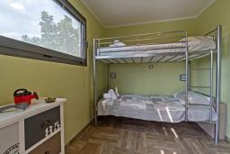 Спальня 2. Греция, Плакиас : Современная вилла с бассейном и двориком с барбекю, 2 спальни, 2 ванные комнаты, парковка, Wi-Fi