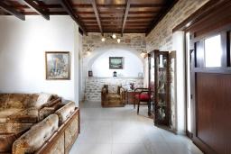 Гостиная. Греция, Превели : Роскошная вилла с бассейном и двориком с барбекю, 2 спальни, 2 ванные комнаты, парковка, Wi-Fi