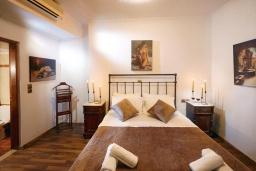 Спальня. Греция, Превели : Прекрасная вилла с бассейном и двориком с барбекю, 2 спальни, 2 ванные комнаты, парковка, Wi-Fi