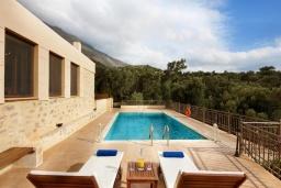 Бассейн. Греция, Превели : Прекрасная вилла с бассейном и двориком с барбекю, 2 спальни, 2 ванные комнаты, парковка, Wi-Fi