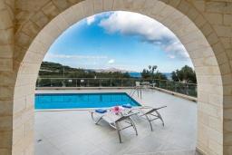 Бассейн. Греция, Коккино Хорио : Роскошная вилла с бассейном и видом на море, 2 гостиные, 4 спальни, 5 ванных комнат, барбекю, парковка, Wi-Fi