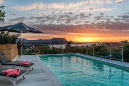 Бассейн. Греция, Коккино Хорио : Прекрасная вилла с бассейном, барбекю и видом на море, 5 спален, 2 ванные комнаты, парковка, Wi-Fi