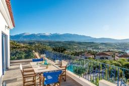 Балкон. Греция, Коккино Хорио : Прекрасная вилла с бассейном, барбекю и видом на море, 5 спален, 2 ванные комнаты, парковка, Wi-Fi