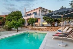 Фасад дома. Греция, Коккино Хорио : Прекрасная вилла с бассейном, барбекю и видом на море, 5 спален, 2 ванные комнаты, парковка, Wi-Fi