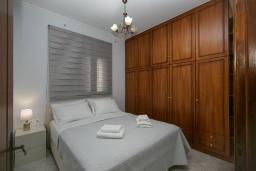 Спальня 2. Греция, Каливес : Апартамент с гостиной, двумя спальнями и террасой с барбекю