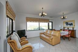 Гостиная. Греция, Каливес : Апартамент с гостиной, двумя спальнями и террасой с барбекю