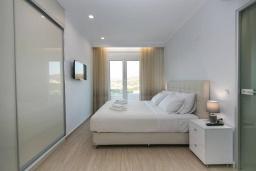 Спальня. Греция, Каливес : Апартамент с гостиной, двумя спальнями, двумя ванными комнатами и террасой с барбекю