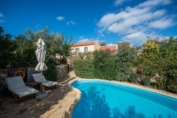 Бассейн. Греция, Каливес : Прекрасная вилла с бассейном и зеленым двориком с барбекю, 2 спальни, 2 ванные комнаты, парковка, Wi-Fi