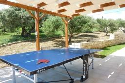 Территория. Греция, Георгиуполис : Уютная вилла с бассейном и зеленым двориком с барбекю, 2 спальни, 2 ванные комнаты, парковка, Wi-Fi