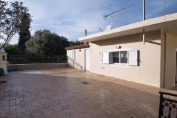 Терраса. Греция, Малеме : Уютная вилла с бассейном и двориком с барбекю, 3 спальни, парковка, Wi-Fi