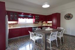 Кухня. Греция, Малеме : Уютная вилла с бассейном и двориком с барбекю, 3 спальни, парковка, Wi-Fi