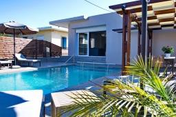 Фасад дома. Греция, Малеме : Уютная вилла с бассейном и двориком с барбекю, 3 спальни, парковка, Wi-Fi