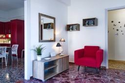 Гостиная. Греция, Малеме : Уютная вилла с бассейном и двориком с барбекю, 3 спальни, парковка, Wi-Fi