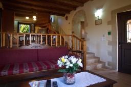 Гостиная. Греция, Коккино Хорио : Прекрасная вилла с бассейном и двориком с барбекю, 3 спальни, 3 ванные комнаты, парковка, Wi-Fi