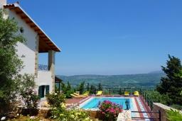 Бассейн. Греция, Георгиуполис : Прекрасная вилла с бассейном и зеленым двориком с барбекю, 5 спален, 2 ванные комнаты, парковка, Wi-Fi