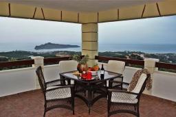 Балкон. Греция, Айя Марина : Прекрасная вилла с бассейном и двориком с барбекю, 4 спальни, 3 ванные комнаты, парковка, Wi-Fi