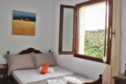 Спальня 2. Греция, Айя Марина : Прекрасная вилла с бассейном и двориком с барбекю, 4 спальни, 3 ванные комнаты, парковка, Wi-Fi