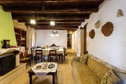 Гостиная. Греция, Панормо : Прекрасная вилла с бассейном и садом с барбекю, 4 спальни, 7 ванных комнат, парковка, Wi-Fi