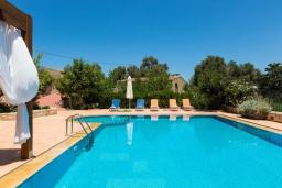 Бассейн. Греция, Панормо : Прекрасная вилла с бассейном и садом с барбекю, 4 спальни, 7 ванных комнат, парковка, Wi-Fi
