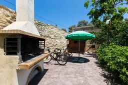 Терраса. Греция, Панормо : Прекрасная вилла с бассейном и садом с барбекю, 4 спальни, 7 ванных комнат, парковка, Wi-Fi
