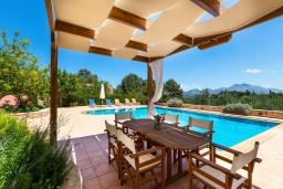 Зона отдыха у бассейна. Греция, Панормо : Прекрасная вилла с бассейном и садом с барбекю, 4 спальни, 7 ванных комнат, парковка, Wi-Fi