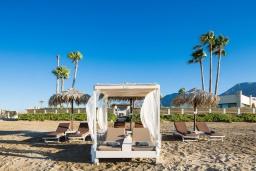 Ближайший пляж. Греция, Георгиуполис : Роскошная пляжная вилла с большим бассейном, зеленым двориком и шикарным видом на море, 5 спален, 6 ванных комнат, парковка, Wi-Fi