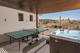 Терраса. Греция, Ретимно : Современная вилла в 100 метрах от пляжа с бассейн и приватным двориком с барбекю, 4 спальни, 4 ванные комнаты, джакузи, сауна, тренажерный зал, парковка, Wi-Fi