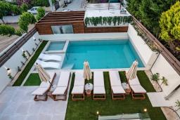 Бассейн. Греция, Ретимно : Современная вилла в 100 метрах от пляжа с бассейн и приватным двориком с барбекю, 4 спальни, 4 ванные комнаты, джакузи, сауна, тренажерный зал, парковка, Wi-Fi