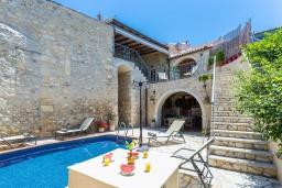 Бассейн. Греция, Аделе : Прекрасная вилла с бассейном и двориком с барбекю, 5 спален, 4 ванные комнаты, парковка, Wi-Fi