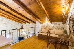 Гостиная. Греция, Аделе : Прекрасная вилла с бассейном и двориком с барбекю, 5 спален, 4 ванные комнаты, парковка, Wi-Fi