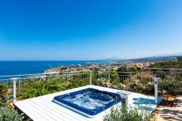 Территория. Греция, Ретимно : Шикарная вилла с бассейном, джакузи и видом на море, 5 спален, 4 ванные комнаты, барбекю, парковка, бильярд, настольный теннис, Wi-Fi