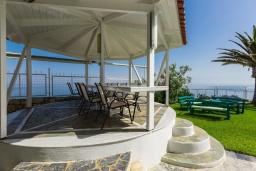 Обеденная зона. Греция, Ретимно : Шикарная вилла с большим бассейном, джакузи и видом на море, 7 спален, 5 ванных комнат, тренажерный зал, сауна, теннисный корт, бильярд, парковка, Wi-Fi
