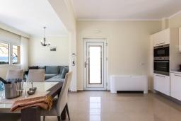 Гостиная. Греция, Киссамос Кастели : Комплекс из двух вилл с зеленой территорий и приватным пляжем, 2 гостиные, 6 спален, 5 ванных комнат, барбекю, парковка, Wi-Fi