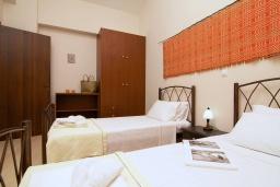 Спальня. Греция, Георгиуполис : Прекрасная вилла с бассейном и зеленым двориком с барбекю, 3 спальни, 2 ванные комнаты, парковка, Wi-Fi