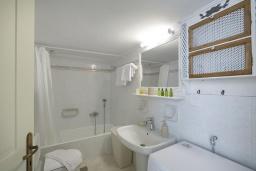 Ванная комната. Греция, Ретимно : Дом в центре Старого города Ретимноса с террасой на крыше, 2 спальни, барбекю, Wi-Fi