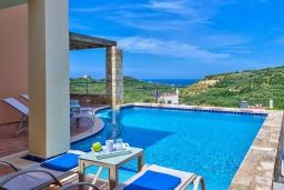 Бассейн. Греция, Айя Марина : Прекрасная вилла с бассейном и двориком с барбекю, 3 спальни, 3 ванные комнаты, парковка, Wi-Fi