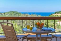 Балкон. Греция, Айя Марина : Прекрасная вилла с бассейном и двориком с барбекю, 3 спальни, 3 ванные комнаты, парковка, Wi-Fi