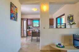 Гостиная. Греция, Айя Марина : Прекрасная вилла с бассейном и двориком с барбекю, 3 спальни, 3 ванные комнаты, парковка, Wi-Fi