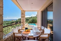 Греция, Айя Марина : Прекрасная вилла с бассейном и двориком с барбекю, 5 спален, 3 ванные комнаты, парковка, Wi-Fi